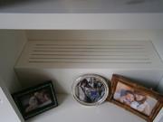 Rejilla de ventilación. En la imagen general de la librería se aprecia una ranura de entrada de aire en la parte baja del módulo. El acceso al radiador se realiza desde el interior del módulo.
